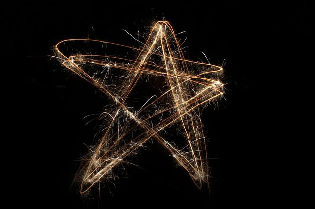 timelapse photos of 5-pointed star drawn in the air with a sparkler